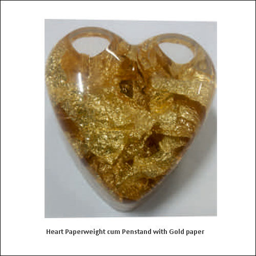 Heart-Paperweight-cum-Penstand-with-Gold-paper