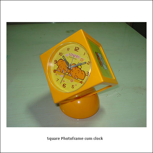 Square-Photoframe-cum-clock---low-resolution